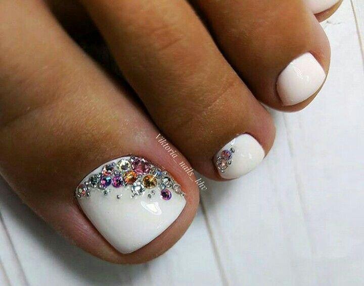 White Rhinestone Toenails Pedicure Designs Toenails Cute Toe Nails Pretty Toe Nails