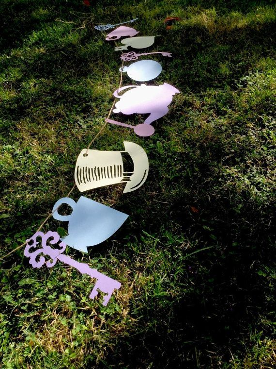Tea Party Decoration Alice in Wonderland bunting (vintage, tea party, baby shower, wedding)