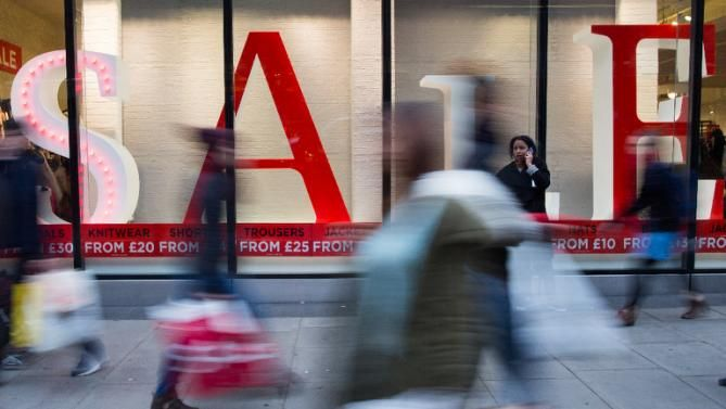 Britain's annual inflation rate fell back into negative territory in September, dampened by lower prices for food and petrol, official data showed Tuesday.The 12-month Consumer Price Index (CPI) inflation rate sank to minus 0.1 percent last month, compared with zero in August, the Office