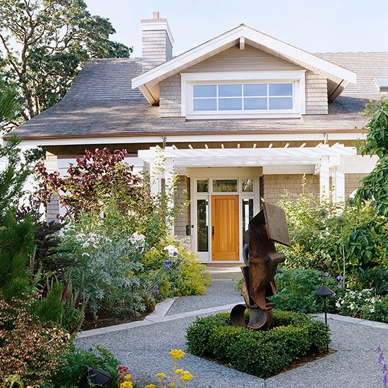 This Craftsman-style home doesn't leap into full view all at once: http://www.bhg.com/home-improvement/exteriors/curb-appeal/craftsman-style-home-ideas/?socsrc=bhgpin031914craftsmanwithacourtyard&page=18