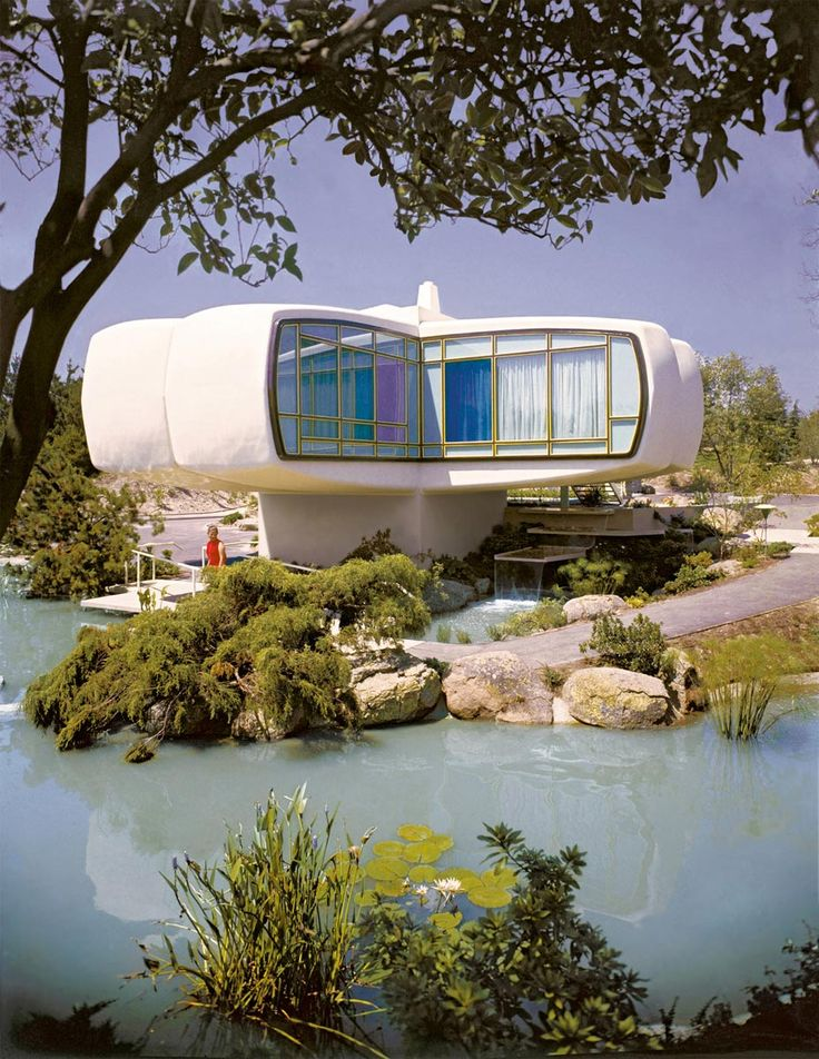 "7) Monsanto House of the Future in Anaheim, California, USA, project Monsanto (1957). Constructed for the Disneyland theme park ""Tomorrowland"" in California, the villa in the shape of four-by plastic forms represented the idea of the future of the Years 50. Photo Ralph Crane / The LIFE Picture Collection / Getty Images"