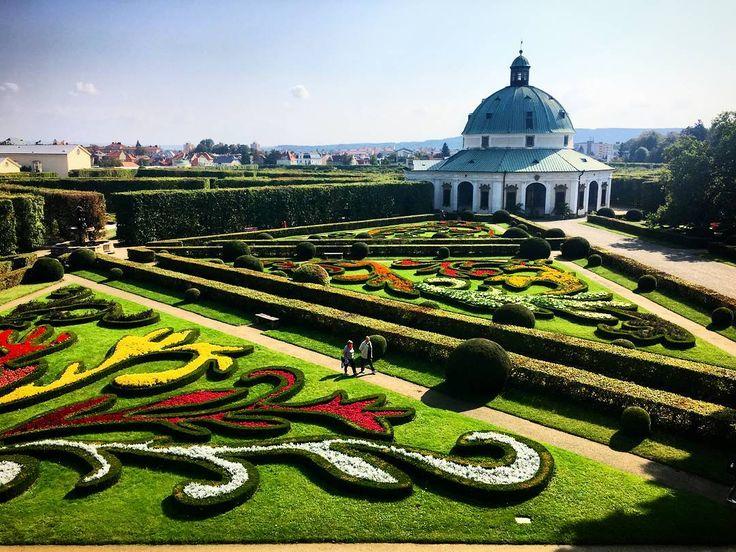 Po siedmiu latach wróciłem do czeskiej miejscowości o uroczej nazwie #Kroměříž. Warto tam zajrzeć m.in. ze względu na przepiękny Ogród Kwiatowy z okresu baroku który został wpisany na listę #UNESCO.  ____________ #docelowo #Czechy#Czechrepublic#Czechia#ceskarepublika#Kromeriz#weekend#Garden#flowers