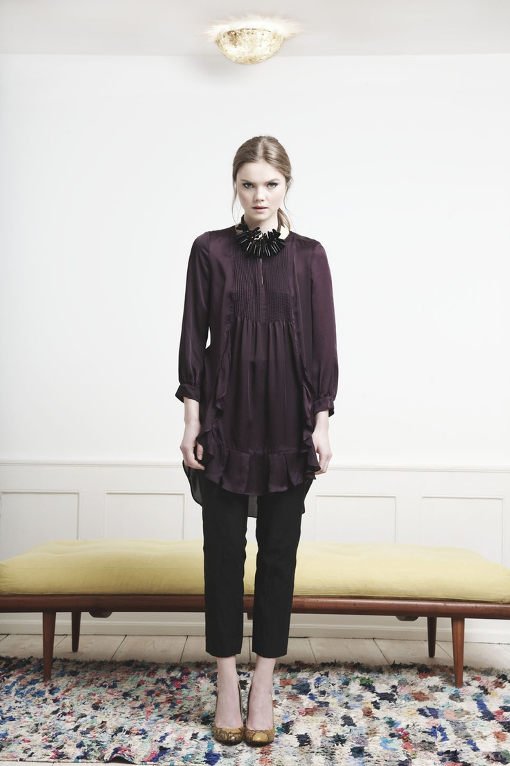 Rützou purple longsleeved dress with ruffles and black cropped pants