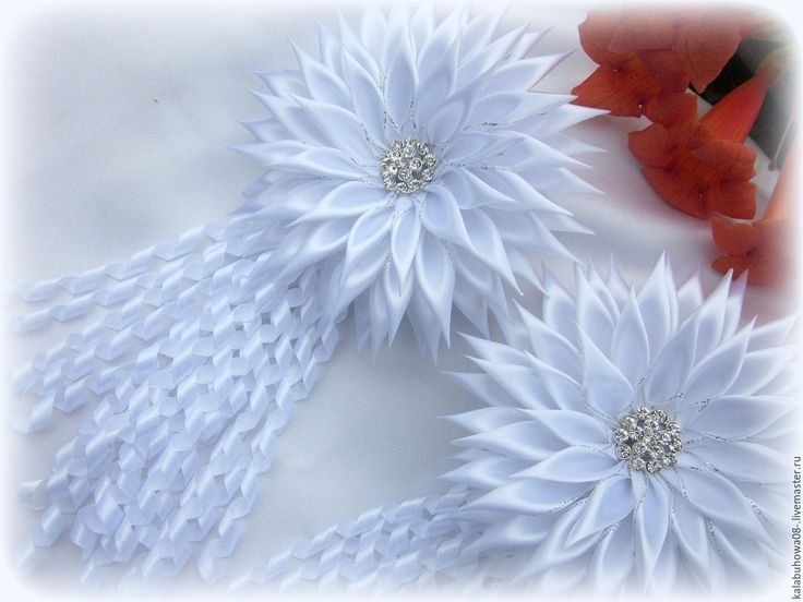 Купить Бантики для девочки.Красивое украшение из атласных лент. - белый, бантики, праздничное украшение