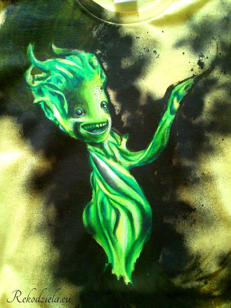 Little Groot - green version :) Malowany ręcznie na damskiej koszulce, dostępny: http://www.rekodziela.eu/sklep/dla-kobiet/ubrania/koszulka-little-groot-green-version #littlegroot #guardiansofthegalaxy