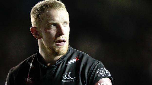 Tom Olbison is a former England junior international Second-rower Tom Olbison has signed a new one-year deal with Widnes Vikings. Olbison, 26, has scored one try in 18 games so far this season, having arrived from Bradford in January. He moved to the Vikings following Bradford's...