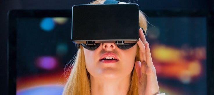 La realidad virtual es la inmersión en un entorno con objetos o escenas de apariencia real generadas por ordenador. Esta tecnología sumerge al usuario en un entorno virtual de 360º y le hace creer que forma parte del mismo. Para lograrlo, hace uso de dispositivos tecnológicos varios, como los visores de realidad virtual (cascos, gafas).