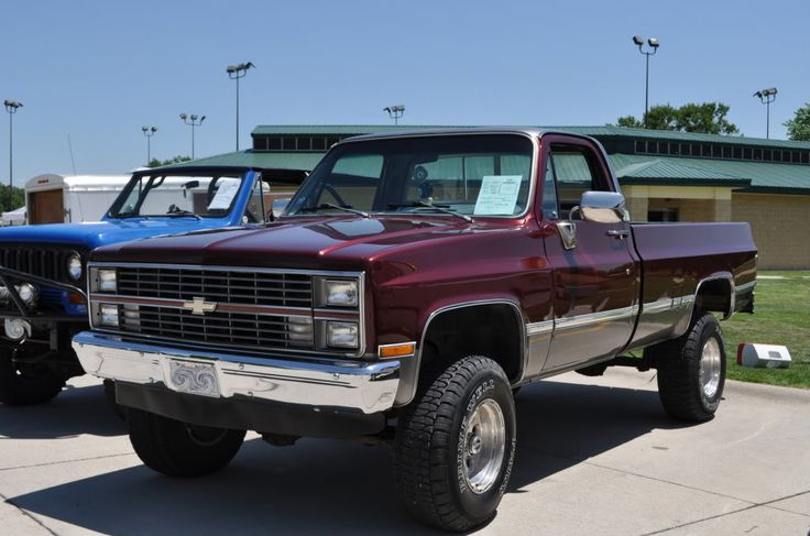 1983 Chevy Truck Lift Kit   my buddies 85 my other friends 87 all together 1983