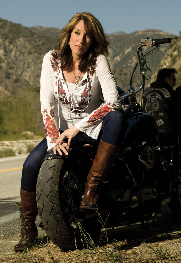 Katey Sagel. Sons of anarchy. Talk about a complete turn around from Peggy Bundy and Cate (from Eight Simple Rules)!