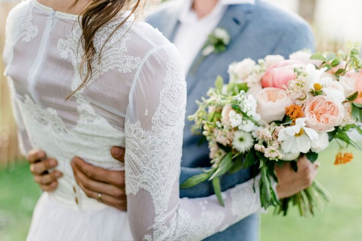 Ráda fotím páry, které se nebojí odlišit a prožít svůj den podle svých představ. Intimnísvatbu v přírodě, na oblíbeném místě – v lese, na louce, v kostelíku... Svatební šaty splývavé či vintages nádechem starorůžové či pudrové, svatbu s vůní čerstvě…