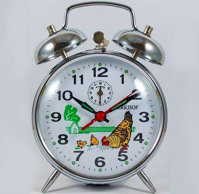 Retro Serkisof yem yiyen tavuklu çalar saat ▶ SATILDI◀ Bu parça %50 indirimli fiyatı ile size satışa sunuldu. Serkisof alarm clock widely used 20 years ago.  #galatakafasi #eskisaat #eskivaliz #daktilo #eskici #pikap #antika #antikaci #retro #dekorasyon #dekor #80ler #mezat #koleksiyon #koleksiyoncu #koleksiyoner #alisveris #satilik #turkiye #consept #vintaj #retrodekor #icmekan #karakoy #tasarim #tasarimci #balat #cihangir #galata