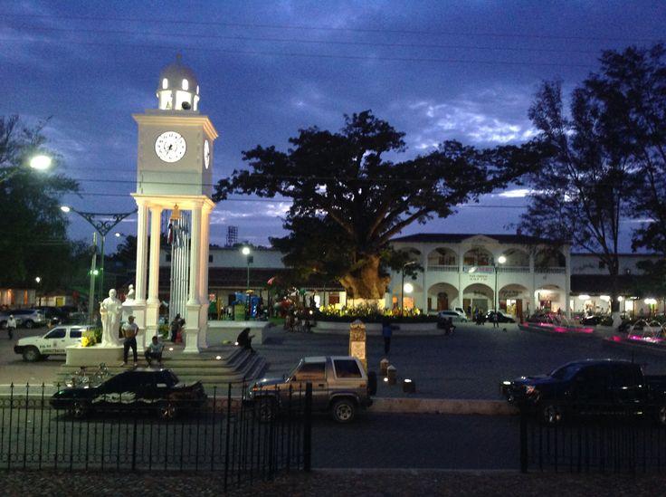 Hermoso parque de la ciudad de Metapan.