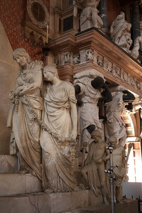 Details, details...Monument to Canova and Mausoleum of Doge Pesaro, photo by MisterPeter via Flickr.