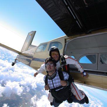 Saut en parachute tandem n mes languedoc gard 30 - Saut en parachute nevers ...