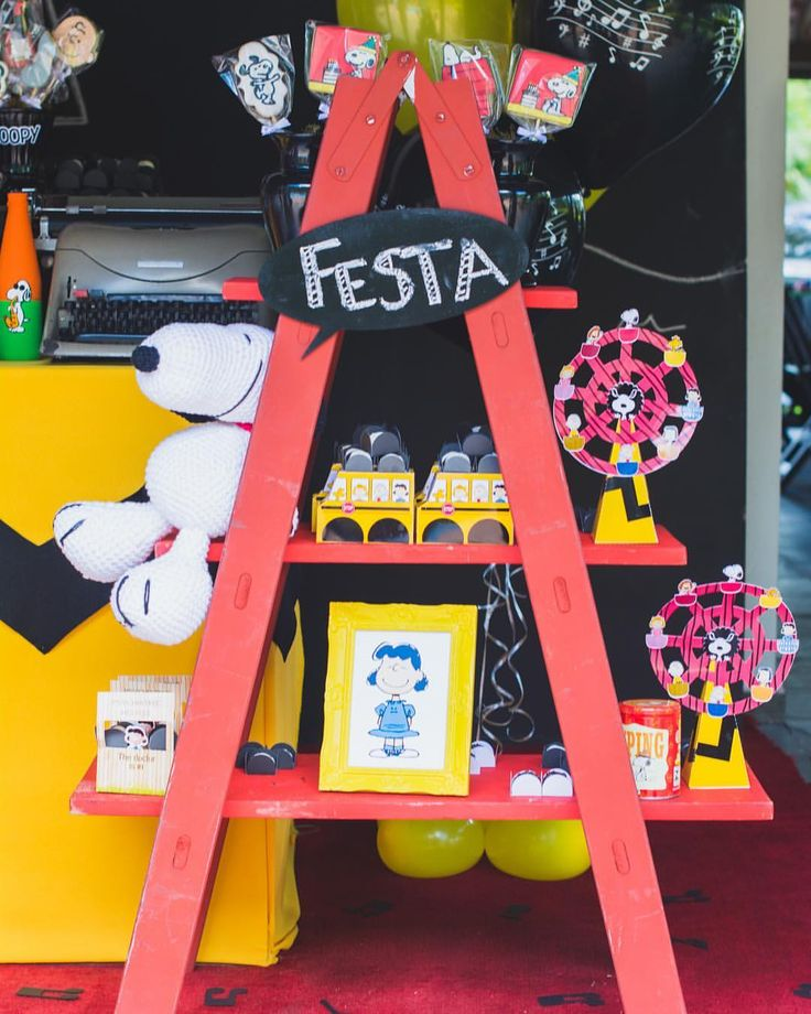 """24 curtidas, 1 comentários - Nath Toledo Festas (@nath_toledo) no Instagram: """"detalhes da Festa Snoopy ❤️ click #encantos.revelados #snoopy #peanuts #festasnoopy #decoracao…"""""""
