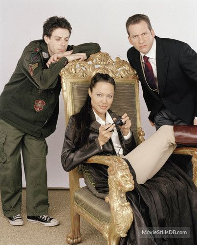 Lara Croft Tomb Raider: The Cradle of Life - Promo shot of Angelina Jolie, Noah Taylor & Chris Barrie