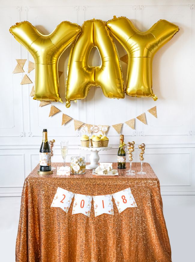 Quick and Easy New Years Party Setup featured on Pretty My Party #newyearsevepartyideas #quicknyepartyideas