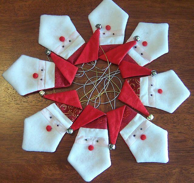 80 Ideias de enfeites de natal com feltro:http://www.gemelares.com.br/2015/09/80-ideias-de-enfeites-de-natal-com-feltro.html