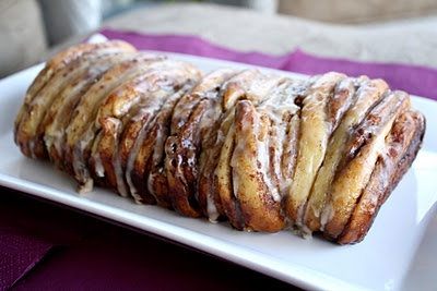 Cinnamon Roll Pull-Apart Bread: Need someone to make this for breakfast, and soon!
