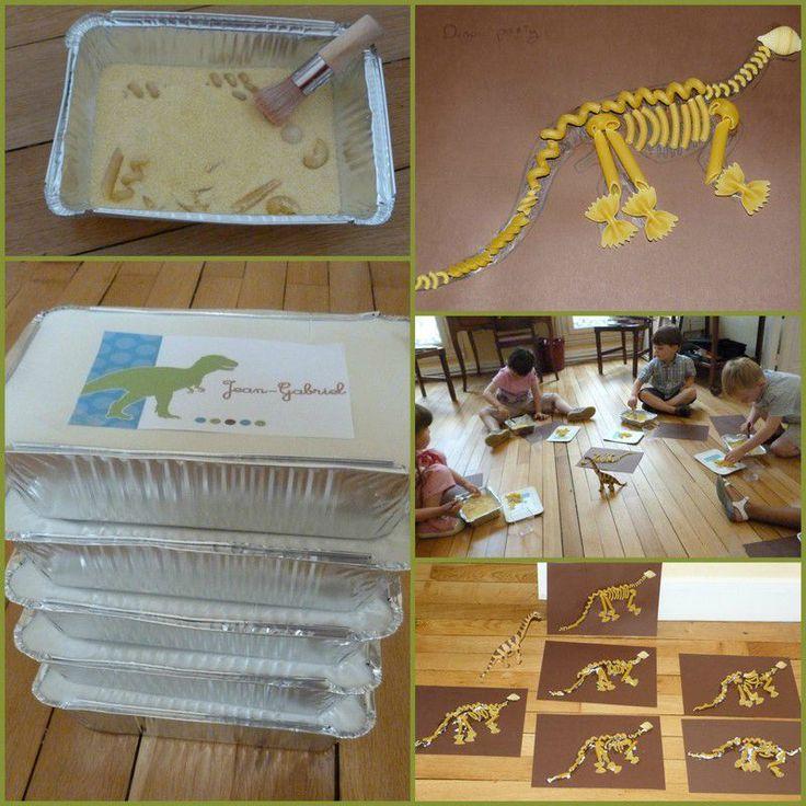 Aux activités du jour, après un déjeuner digne d'un Trex: Parcours du dinosaure: Pattes en feutrine, cuillère à café, et caillou...