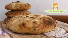 Facebook WhatsApp Pinterest Google + LinkedIn Questo tipo di pane mi ricorda la mia infanzia, quando trascorrevo la stagione estiva a Taranto. Mio padre la sera le portava sempre e le farcivamo con salumi o quant'altro. INGREDIENTI : 300 gr farina 00 300 gr farina di semola 1 cubetto lievito di birra 15 gr di …