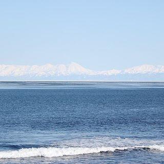【northtiger.s】さんのInstagramをピンしています。 《オホーツク海から知床連山を望む🗻 凛とした空気と 雄大な景色😂👍 #sea #instagram #instagood #instagramjapan #instaday #instadaily #canon #insta  #写真撮ってる人と繋がりたい #写真が好きな人と繋がりたい #海 #知床》