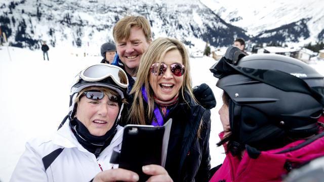 Koninklijke familie poseert voor jaarlijkse fotosessie in Lech | NU - Het laatste nieuws het eerst op NU.nl