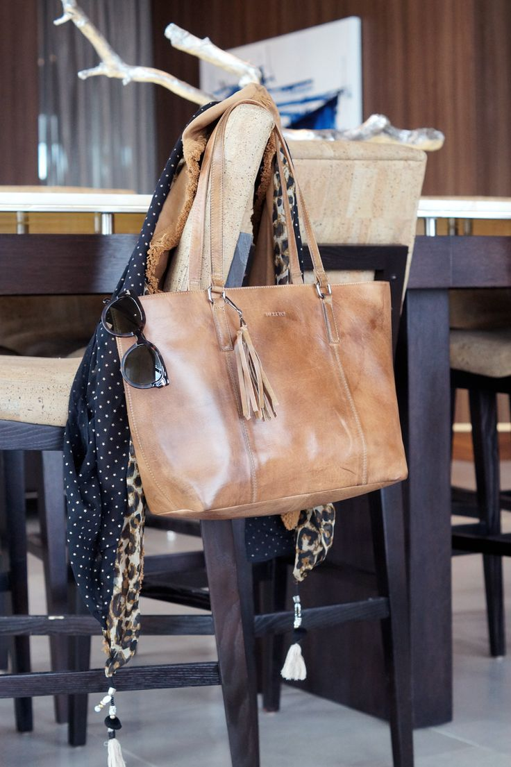 Beachtiful Burkely Leather Bag! More on: http://bit.ly/2q6PJI7
