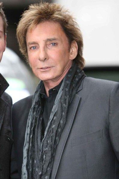 Barry Manilow Photos - Barry Manilow signs autoraphs as he leaves the London Studios. - Barry Manilow Greets Fans