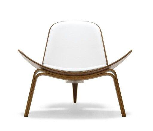Three legs shell chair. Hans wegner