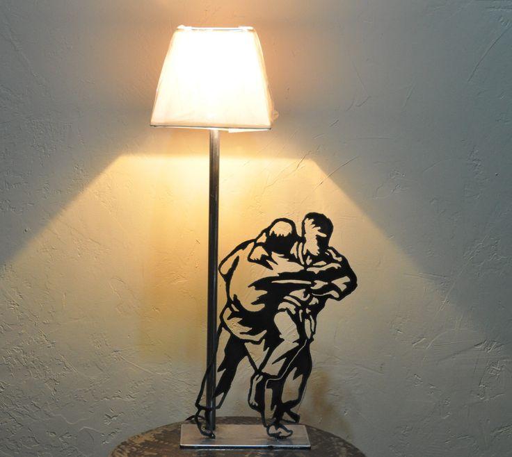 Lampe silhouette de judoka en métal découpé  Métaux et