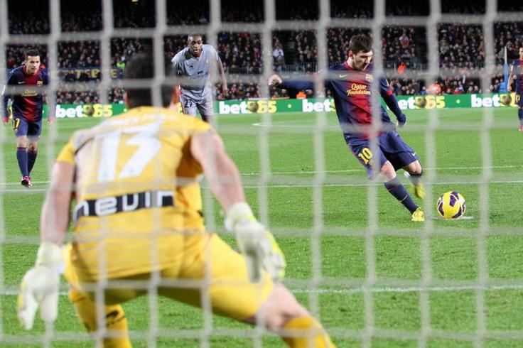 Messi marca de penalti el segundo gol del Barça. FC Barcelona 5-1 Osasuna. [27.01.13]