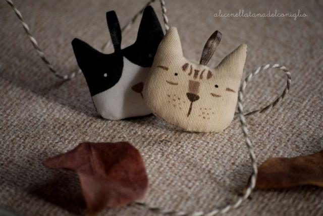 la Tana del Coniglio: ciondoli gatto handmade - pittura su stoffa / paint on fabric