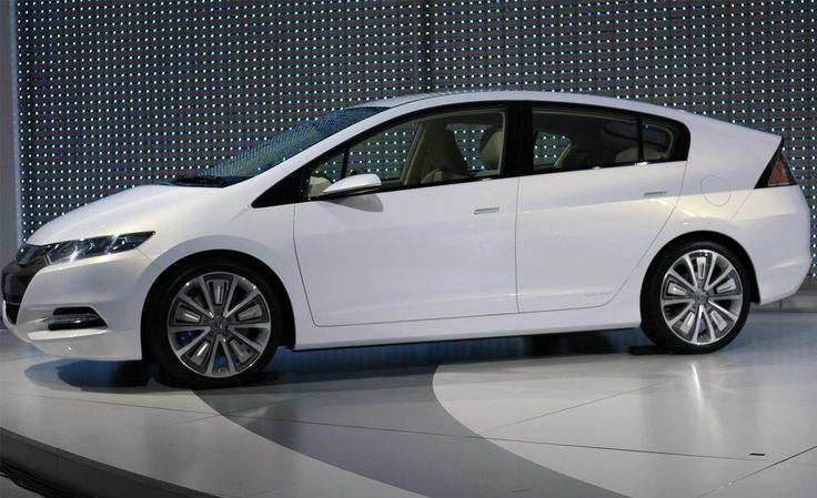 2015 Honda Insight Review and Price - How about having the awesome and beautiful 2015 Honda Insight? This car will be a very cool option to have because this car will be nice and innovative to be your