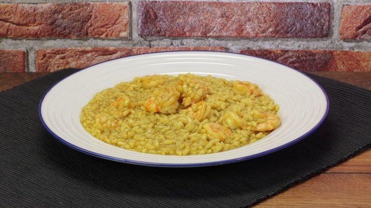 Ricetta Risotto al curry con gamberetti: Il risotto al curry con gamberetti è un primo piatto dai sapori vagamente esotici grazie alla presenza del curry. Provatelo anche voi è buonissimo!