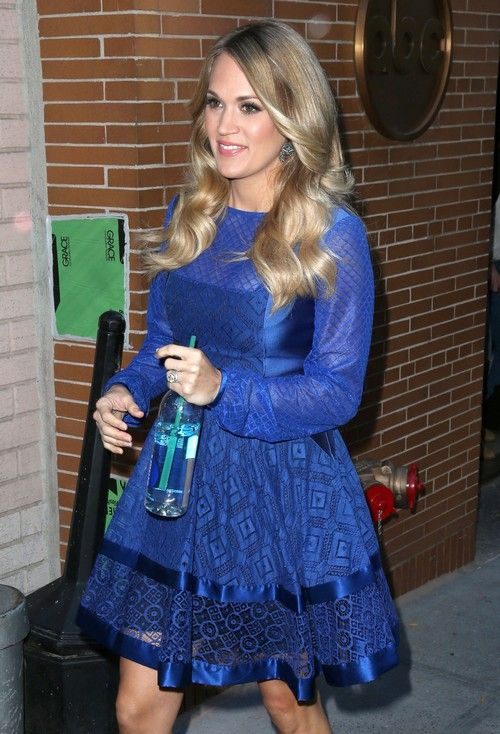 Carrie Underwood Divorce Update: Reveals Baby Bump Before Mike Fisher Split? (PHOTOS)
