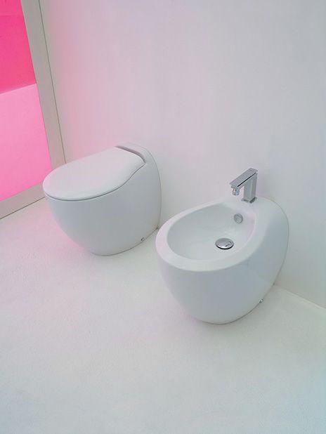 Blend, design Meneghello Paolelli Associati. RED DOT DESIGN AWARD 2009 Sanitari a terra in ceramica / Back to wall sanitaries in ceramic #sanitary #bagno #bathroom #design