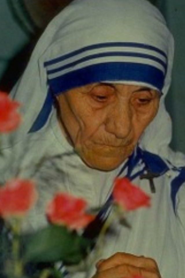 Mother Theresa, a wonderfull lady; I think this is the way God wants us to be....
