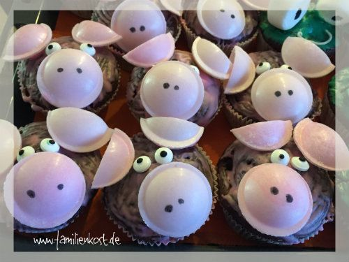 Schweine-Muffins lassen sich ganz leicht aus jedem Muffin-Rezept eurer Wahl zaubern und passen ideal zum Kindergeburtstag, Bauernhof-Motto-Partys und Kind