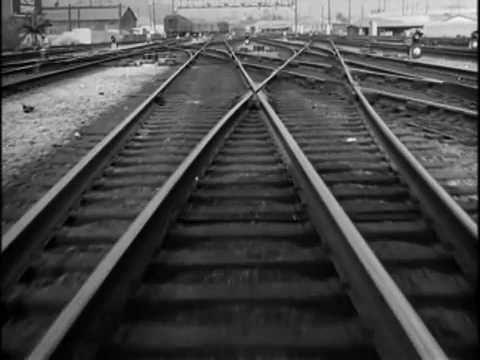 """""""Extraños en un tren"""" (1951). Dir. Alfred Hitchcock. Basada en """"Strangers on a Train"""" de Patricia Highsmith (1921-1995). Puedes encontrar el libro en http://absysnet.bbtk.ull.es/cgi-bin/abnetopac?TITN=481413"""