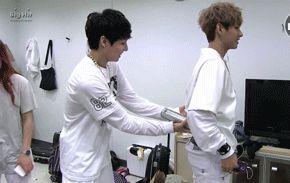 Kim Taehyung (V) & Jeon Jongkook gif
