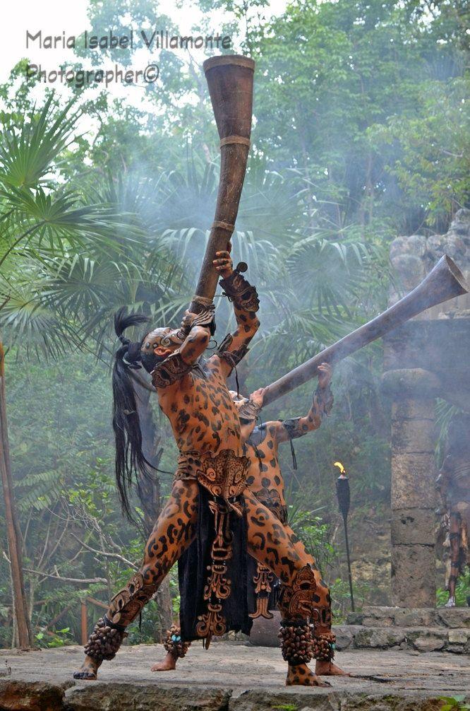 Guerrero JAGUAR maya  xcaret  en la ceremonia al abuelo fuego