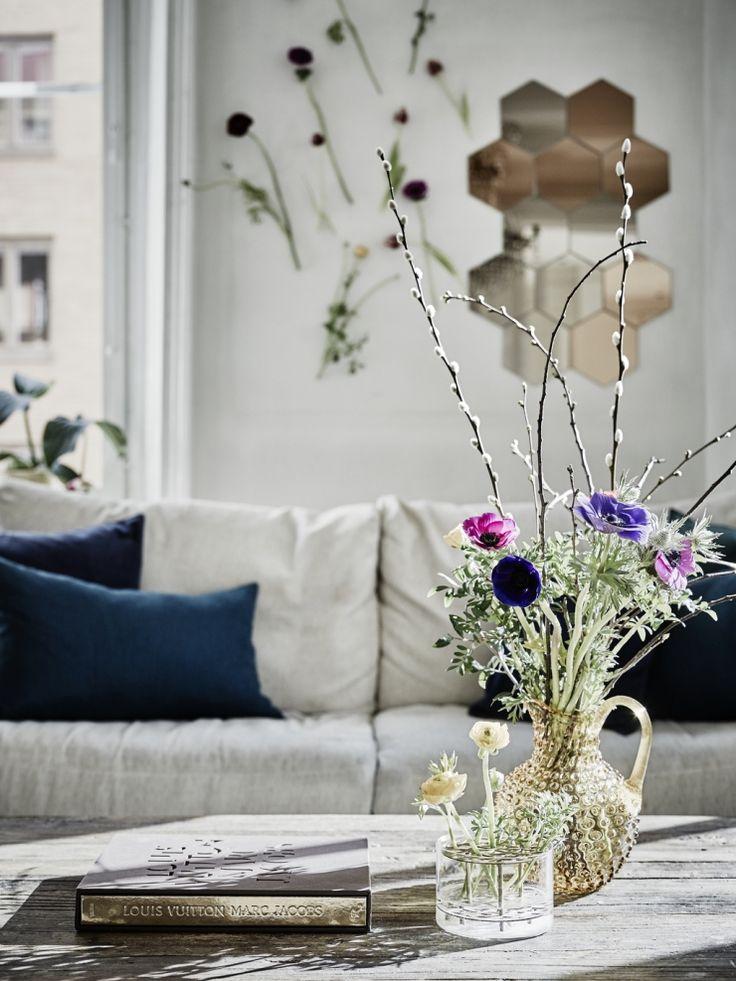 Huis vol bloemen en licht