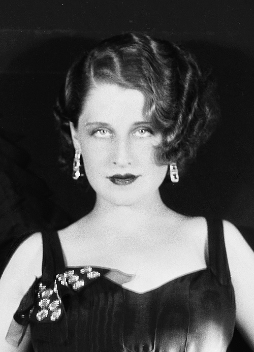 Norma Shearer is basically my movie star twin.