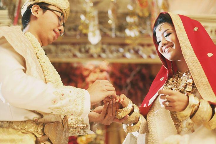 Red and Gold Minang Wedding of Inda and Dani - the bride dept arinda dani minang suntiang balai sudirman