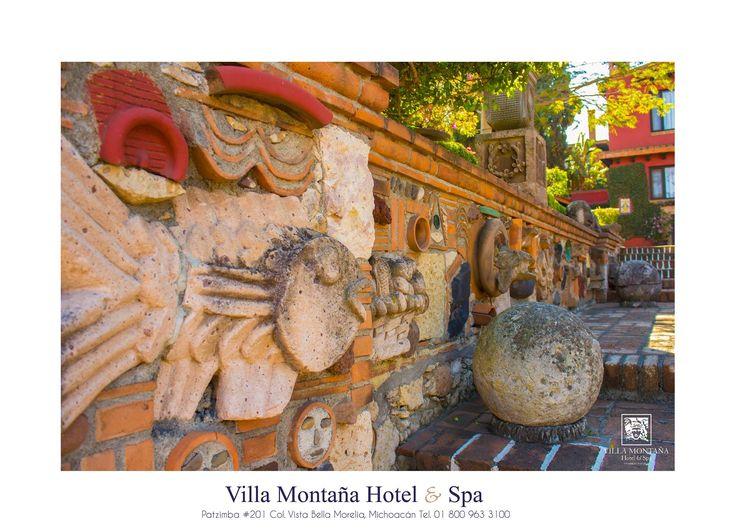 """Descubre los muros místicos que hay en Villa Montaña Hotel & Spa, hermosas creaciones de Arnulfo """"El hombre chimenea de Morelia"""".  #HotelVillaMontaña"""