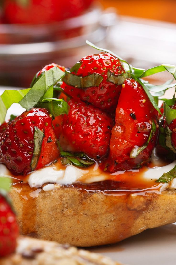 Balsamic Strawberry and Goat Cheese Bruschetta