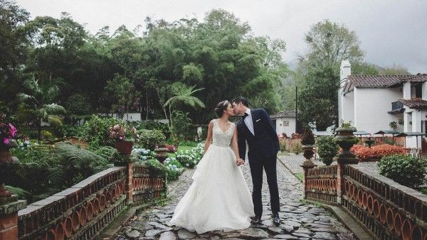 Timeless and Romantic Colombian Wedding | Photo by Maloman Studios