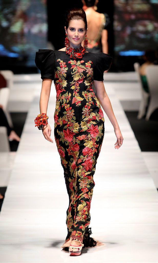 http://www.zimbio.com/pictures/_kZ8SQQckg9/Jakarta Fashion Week 2009 10 Day 1/lhvwdLaQ8cf