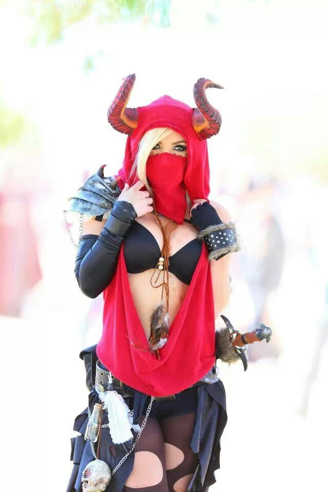 Cool Ren Faire costume. She is awesome!